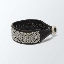 Bracelet artisanal lapon large, de couleur noire avec tressage argenté