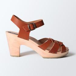 Sabot-sandales en cuir cognac ajourés