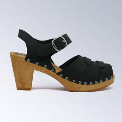 Sabot-sandales à boucle et cloutés en cuir noir satiné