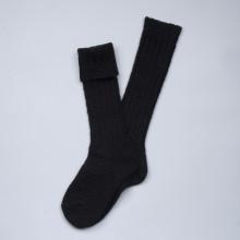 Formidables et agréables à porter chaque hiver. Longues chaussettes danoises couleur noire en grosses mailles de laine qui montent jusqu'au genou. Chaudes et parfaites en automne-hiver. Ces chaussettes ont la certification européenne ISO 14001 et Oeko-tex (certification environnementale, qualité de la laine). Composition 70% laine, 27% polyamide, 3% élasthanne. Lavable en machine programme classique (30°c) en retournant la chaussette. Disponibles en 37-39 (qui convient parfaitement au 36 et 40 également).
