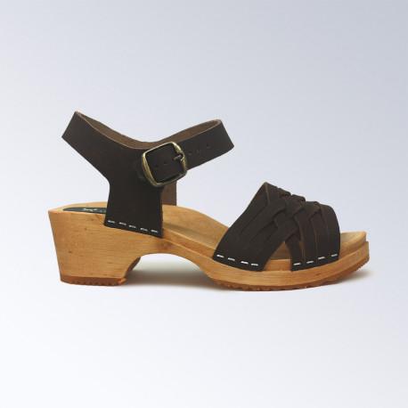 Sabot-sandales marron au tressage fin