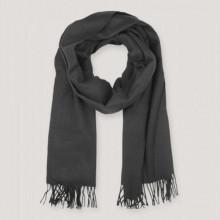 Cette écharpe noire Samsøe & Samsøe a été fabriquée dans un mélange luxueux de cachemire et de laine, parfaite pour s'emmitoufler.  Finition avec une bordure frangée.  Dimensions : Longueur 204cm, Largeur 55cm (sans les franges) Compo : 80% Laine 20% Cachemire