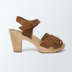 Sabot-sandales au tressage fin en cuir camel