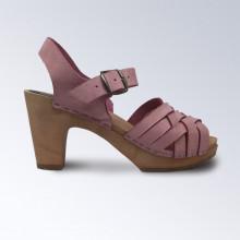 Un classique, élégantes et fines. Authentiques sabot-sandales suédois avec un tressage large en nubuck kaki. Hauteur du talon : 9 cm. Une gomme dure au niveau du socle en bois assure une protection et un confort supplémentaire. Taille normal, prendre sa pointure habituelle.