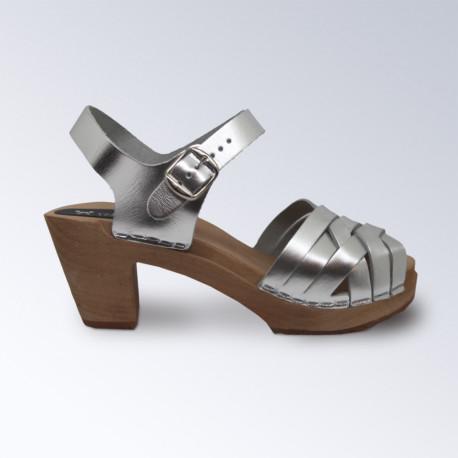 Sabot-sandales tressés en cuir argenté