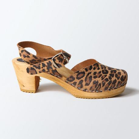 Sabot-sandales fermés en cuir gras léopard