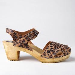Sabot-sandales tressés en cuir façon léopard