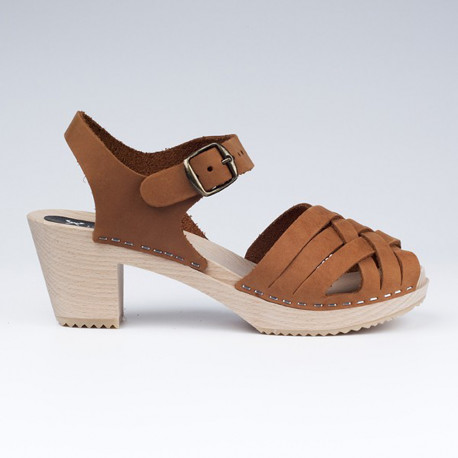 Sabot-sandales tressés en cuir gras camel