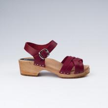 SPECIAL PROMO ET EDITION LIMITÉE. Sabot-sandales suédois en cuir bordeaux avec lanières tressées, pour enfants et petites pointures. Talon de 4 cm avec un plateau de 2 cm. Taille grand, nous vous conseillons de prendre une taille en moins.